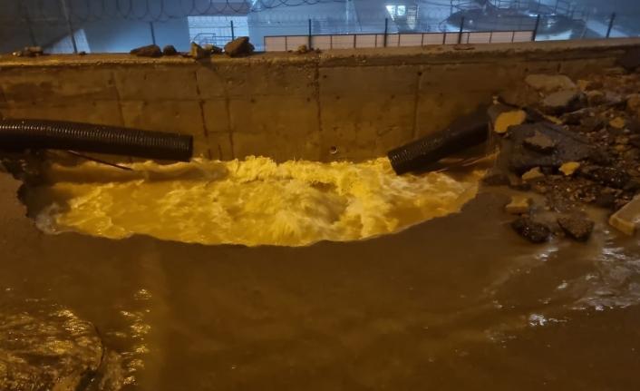 Trabzon havalimanı karşısında su borusu patladı